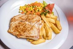 Lombo de carne de porco grelhado, prato lateral Imagens de Stock Royalty Free