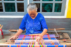 LOMBOK, INDONESIA - DECEMBER 30, 2016: Woman weaving on a loom i Royalty Free Stock Photography