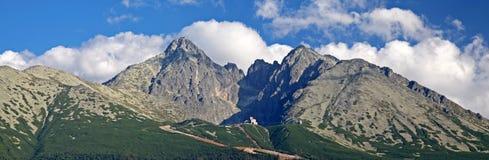 Lomnicky stit - piek in Hoge Tatras, Slowakije stock foto's