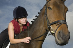 Lomo de caballo femenino Rider Sitting On Horse Imagen de archivo libre de regalías