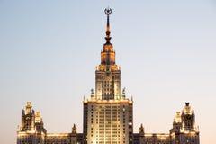 Lomonosov莫斯科夜间的州立大学 免版税库存图片
