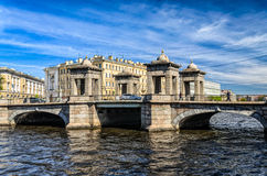 Lomonosov-Brücke über dem Fontanka-Fluss an einem klaren Frühlingstag Stockfotos