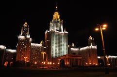Lomonosov Moscow delstatsuniversitet på aftonen Arkivfoto