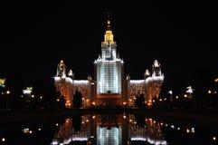 Lomonosov Moskau Landesuniversität am Abend Lizenzfreie Stockfotografie