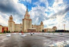 Lomonosov Moskvadelstatsuniversitet - MSU MSU är en av sju si royaltyfri bild