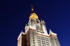 Lomonosov Moskvadelstatsuniversitet (på natten) Fotografering för Bildbyråer