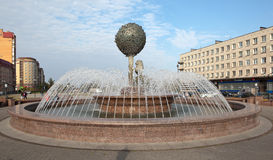 LOMONOSOV ROSJA, WRZESIEŃ, - 24, 2015: Fotografia fontanna - symbol miasto Zdjęcia Royalty Free
