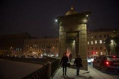 Lomonosovbrug over de Fontanka-de winteravond Stock Foto's