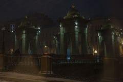 Lomonosovbrug over de Fontanka-de winteravond Stock Fotografie