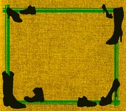 Lona amarilla con el marco verde y los zapatos negros Fotos de archivo