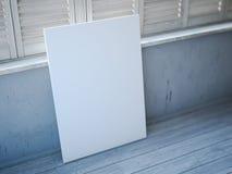 Lona blanca en blanco cerca de las ventanas con los obturadores Imagen de archivo libre de regalías