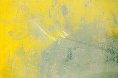 Lona cinzenta pintado à mão abstrata com cursos amarelos foto de stock