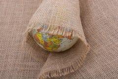 Lona de lino envuelta alrededor de un globo Imagenes de archivo