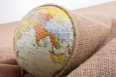 Lona de lino envuelta alrededor de un globo Foto de archivo libre de regalías