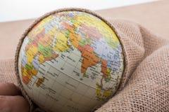 Lona de lino envuelta alrededor de un globo Fotos de archivo libres de regalías