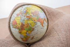 Lona de lino envuelta alrededor de un globo Imágenes de archivo libres de regalías