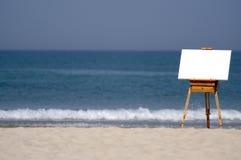 Lona en blanco en la playa Imagen de archivo libre de regalías
