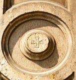 lonatepozzololombardy vägg av ett kyrkligt cirkelmodellkors Royaltyfria Bilder