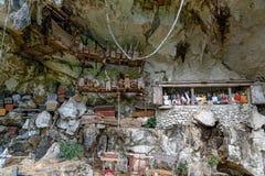 Londa is klippen en de plaats van de holbegrafenis in Tana Toraja, Zuiden Sulawesi, Indonesië royalty-vrije stock foto's