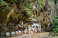Londa is klippen en de plaats van de holbegrafenis in Tana Toraja, Zuiden Sulawesi, Indonesië royalty-vrije stock foto