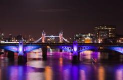 Londen 2012, met schijnwerpers verlicht bruggen, Stock Afbeeldingen