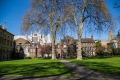 LONDEN - APRIL 14: Binnenplaats van de Abdij van Westminster in de lente Royalty-vrije Stock Foto's