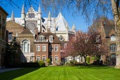 LONDEN - APRIL 14: Binnenplaats van de Abdij van Westminster in de lente Royalty-vrije Stock Afbeeldingen