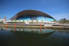 LONDEN - APRIL 5 Het Aquatics-Centrum bij de nieuwe Koningin Elizabeth Stock Foto's