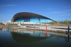 LONDEN - APRIL 5 Het Aquatics-Centrum bij de nieuwe Koningin Elizabeth Stock Fotografie