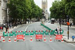 LONDEN - AUGUSTUS 20, 2017: De weg sloot teken Stock Foto
