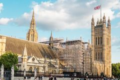 LONDEN - AUGUSTUS 19, 2017: - Paleis van Westminster op restauratie Stock Afbeeldingen
