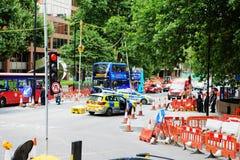 LONDEN - AUGUSTUS 20, 2017: Weg Gesloten teken op een straat van Londen Stock Fotografie