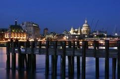 Londen bij nacht royalty-vrije stock afbeelding