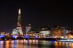 Londen bij nacht - de scherf royalty-vrije stock afbeelding