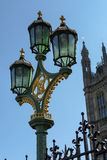 LONDEN - BRENG 13 IN DE WAR: Decoratieve Lamp op de Brug van Westminster in Londo Stock Foto