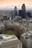 Londen, een algemene luchtmening over het financiële district van de Stad Stock Foto's