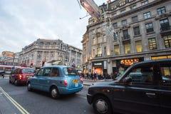 """LONDEN, ENGELAND € """"30 DECEMBER, 2014: De straat van Oxford op verkoopoverzees Stock Afbeelding"""