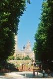 LONDEN, ENGELAND - AUGUSTUS 01, 2013: Een speelplaats en groene gras Royalty-vrije Stock Afbeeldingen