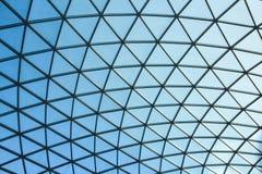 LONDEN/ENGELAND - CIRCA AUGUSTUS 2013 - de glaskoepel van het binnenlandse Grote Hof van British Museum Stock Afbeelding