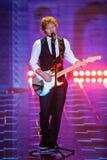 LONDEN, ENGELAND - DECEMBER 02: ED Sheeran presteert op de baan bij de jaarlijkse Victoria's Secret-modeshow Stock Foto's