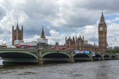 LONDEN, ENGELAND - JUNI 15 2016: De Brug van Westminster en Big Ben, Londen, Engeland Royalty-vrije Stock Afbeeldingen
