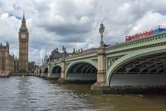LONDEN, ENGELAND - JUNI 15 2016: De Brug van Westminster en Big Ben, Londen, Engeland Stock Afbeeldingen