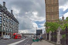 LONDEN, ENGELAND - JUNI 15 2016: De Brug van Westminster en Big Ben, Londen, Engeland Stock Foto