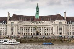 LONDEN, ENGELAND - JUNI 16 2016: De rivier van Theems en Provinciehuis, Westminster, Londen, Groot-Brittannië Stock Foto