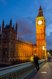 LONDEN, ENGELAND - JUNI 16 2016: Nachtfoto van Huizen van het Parlement met Big Ben van de brug van Westminster, Londen, Grote B Stock Afbeeldingen