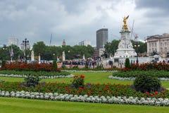 LONDEN, ENGELAND - JUNI 17 2016: Panorama van Buckingham Palace Londen, Groot-Brittannië Royalty-vrije Stock Foto's