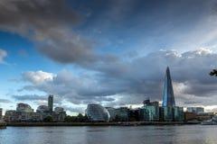 LONDEN, ENGELAND - JUNI 15 2016: Zonsondergangfoto van de Scherfwolkenkrabber van de rivier van Theems, Groot-Brittannië Stock Fotografie