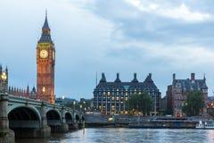 LONDEN, ENGELAND - JUNI 16 2016: Zonsondergangmening van Huizen van het Parlement, het paleis van Westminster, Londen, Engeland Royalty-vrije Stock Fotografie