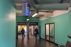 LONDEN, ENGELAND - SEPTEMBER 29, 2017: Het Gebied van het de Luchthavenvertrek van Luton Londen, Engeland, het Verenigd Koninkrij royalty-vrije stock afbeelding