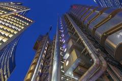 LONDEN, GROOT-BRITTANNIË - SEPTEMBER 18, 2017: De torens van Willis-de bouw en Lloyd ` s de bouw bij schemer Royalty-vrije Stock Fotografie